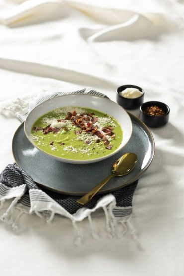sopa de vegetales con paremsano y tocino