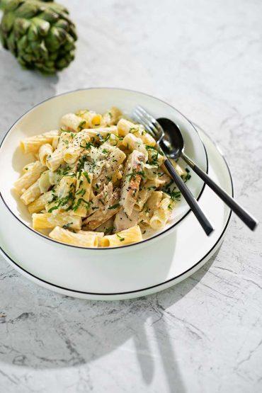 Pasta-con-pollo-y-alcachofas-1