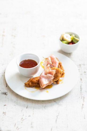 pinchos-de-pollo-enrollados-con-jamon