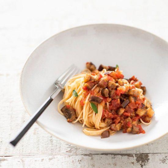 capellini-con-pesto-de-berenjena-morrones-y-albahaca-fresca