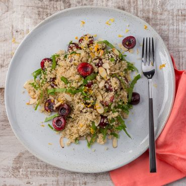 ensalda-de-quinoa-con-cerezas-y-espinaca