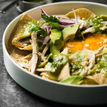 chilaquiles-de-huevo-con-pollo