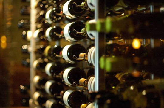 5 trucos para cuidar y conservar el vino en casa