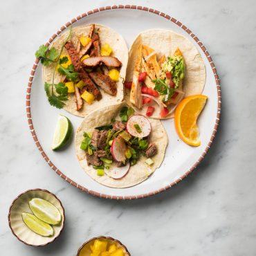 tacos-de-pollo-con-guacamol-y-pico-de-gallo
