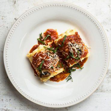 rollos-de-lasagna-rellenos-de-espinaca-y-hongos