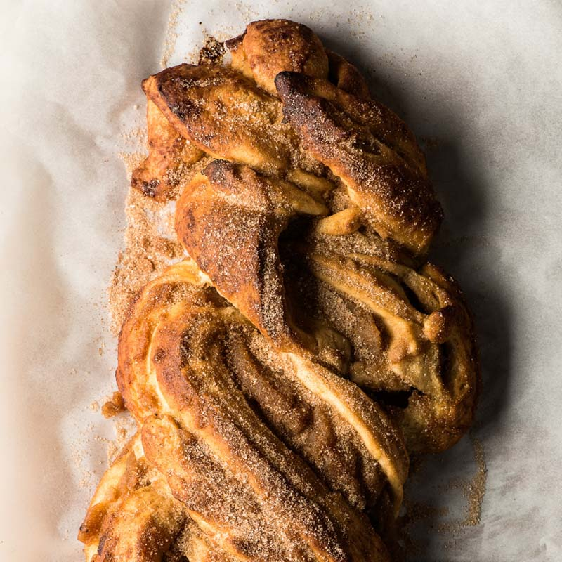 brioche-relleno-de-mantequilla-de-manzana-con-remolino-de-canela