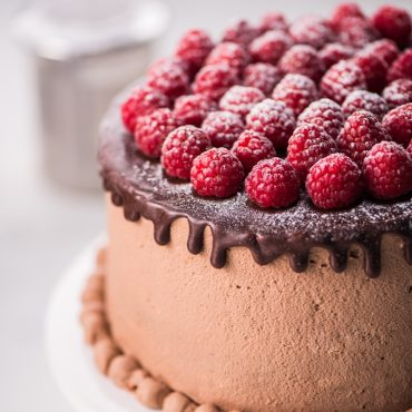 pastel-de-chocolate-relleno-de-mousse