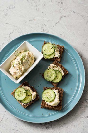 tea-sandwiches-de-salmon-y-pepino